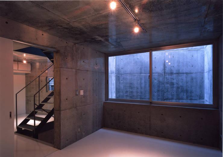 都市型貸店舗付狭小住宅: スタジオ4設計が手掛けた寝室です。