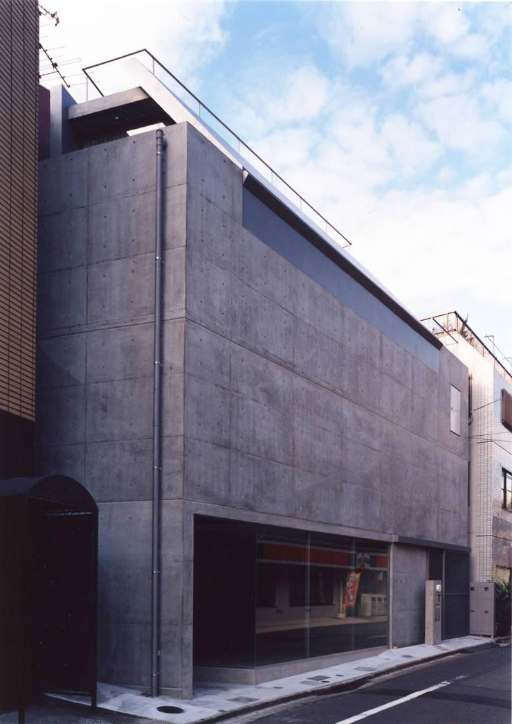 都市型貸店舗付狭小住宅: スタジオ4設計が手掛けた家です。
