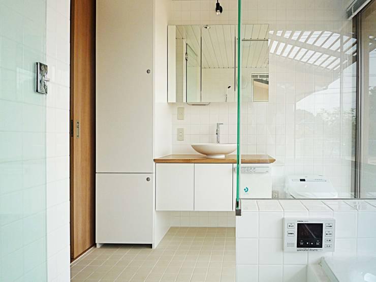 風の抜ける家: スタジオ4設計が手掛けた浴室です。
