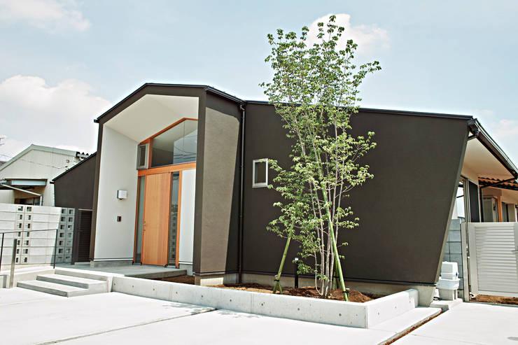 風の抜ける家: スタジオ4設計が手掛けた家です。