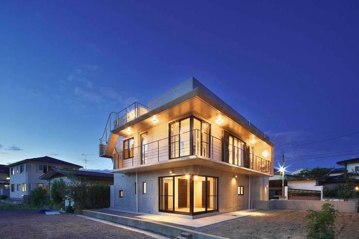 蔵のようなコンクリート住宅: スタジオ4設計が手掛けた家です。