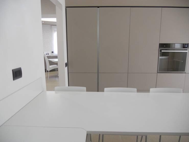 CASA G_A: Cucina in stile  di DOMENICO SUCCURRO ARCHITETTO