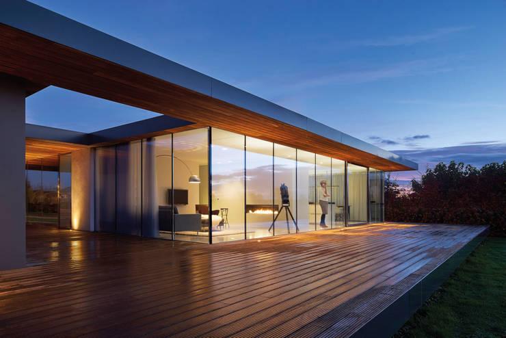 Villa SR:  Terras door reitsema & partners architecten bna