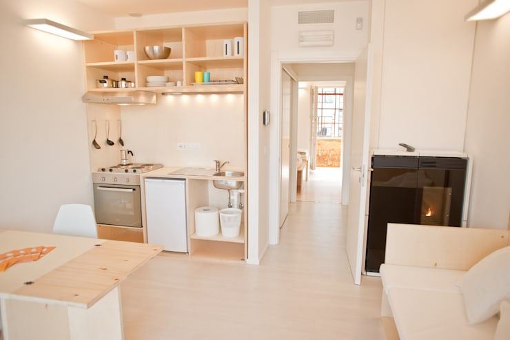 CasaZera: prototipo abitativo sostenibile in aree industriali dismesse, Torino: Cucina in stile  di TRA - architettura condivisa