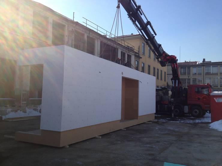 CasaZera: prototipo abitativo sostenibile in aree industriali dismesse, Torino:  in stile  di TRA - architettura condivisa