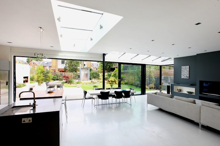 Open plan living:  Living room by PAD ARCHITECTS