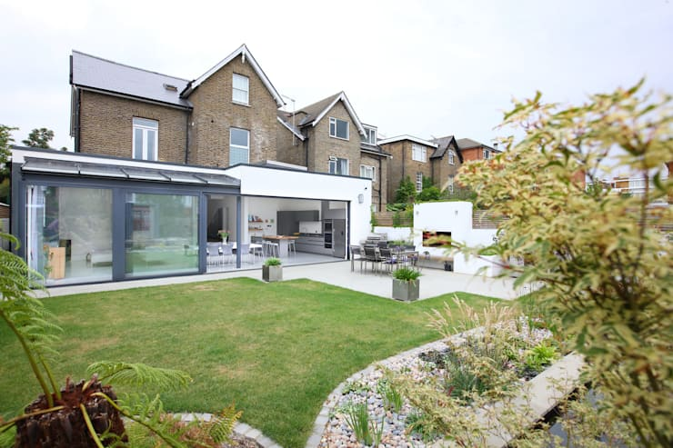Outdoor living:  Garden by PAD ARCHITECTS