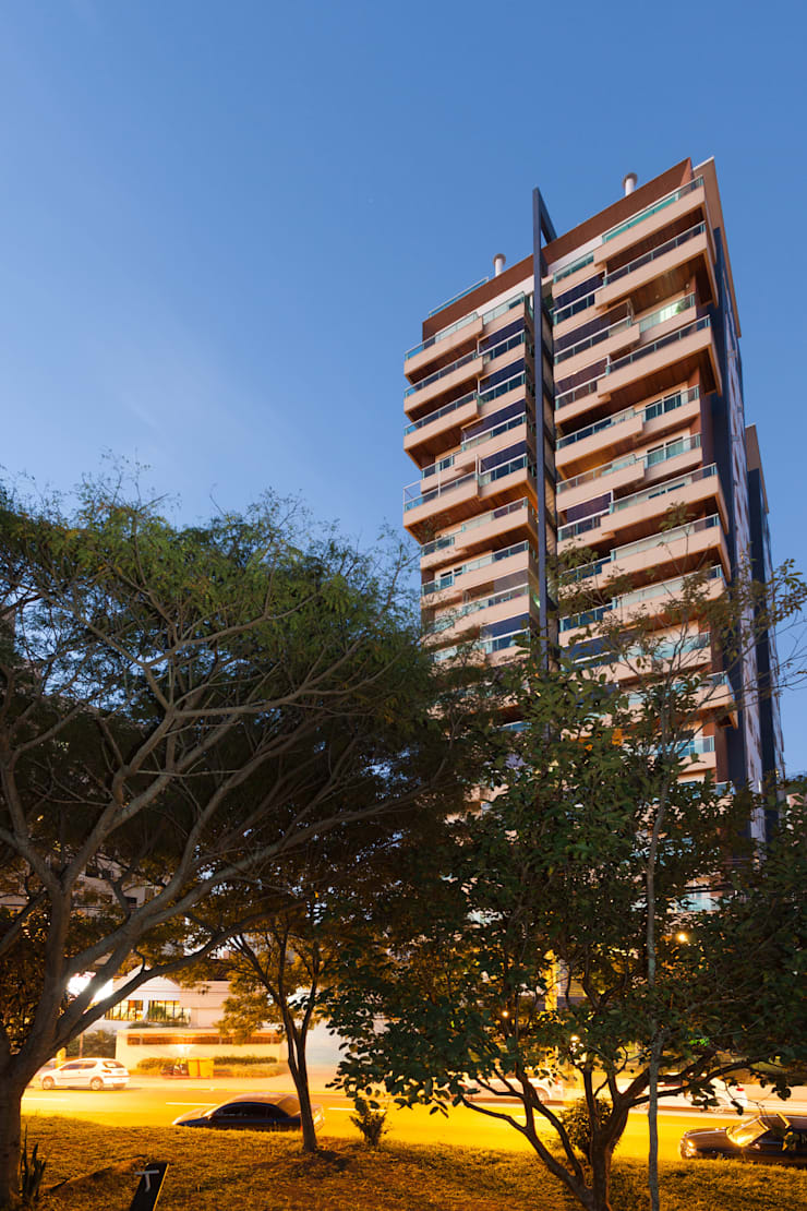 Residencial Parque da Luz: Casas  por Mantovani e Rita Arquitetura,