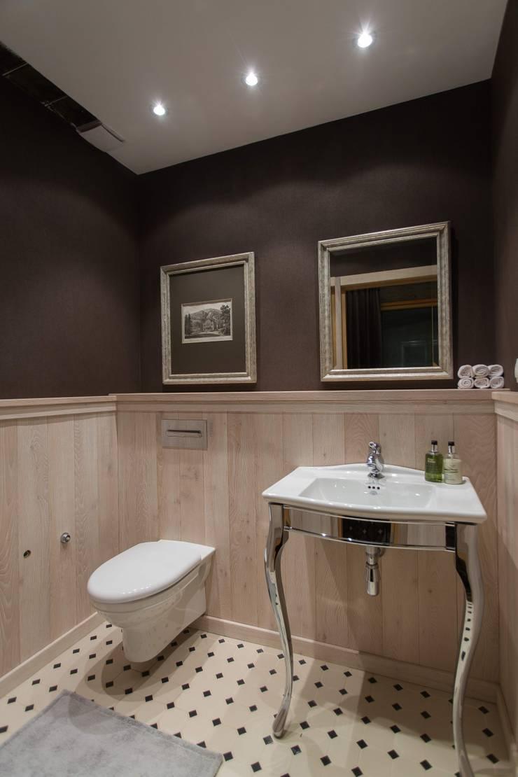 <q class='-first'>Дом у горного ручья</q>: Ванные комнаты в . Автор – Арт-дизайн Студия Юрия Зубенко