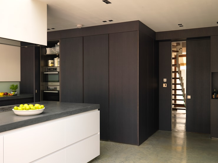 Mount Pleasant:  Kitchen by Simply Italian