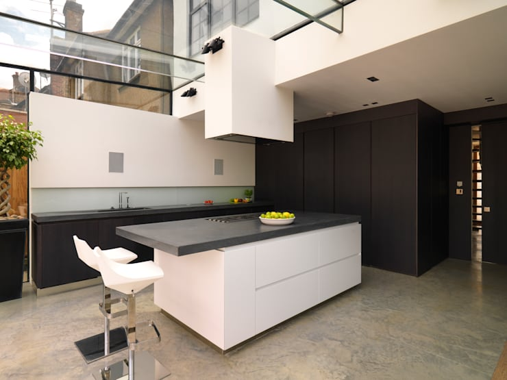 Mount Pleasant: modern Kitchen by Simply Italian