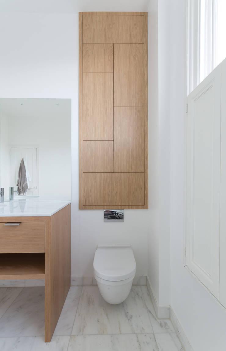 union square bathroom:  Bathroom by Powell Picano