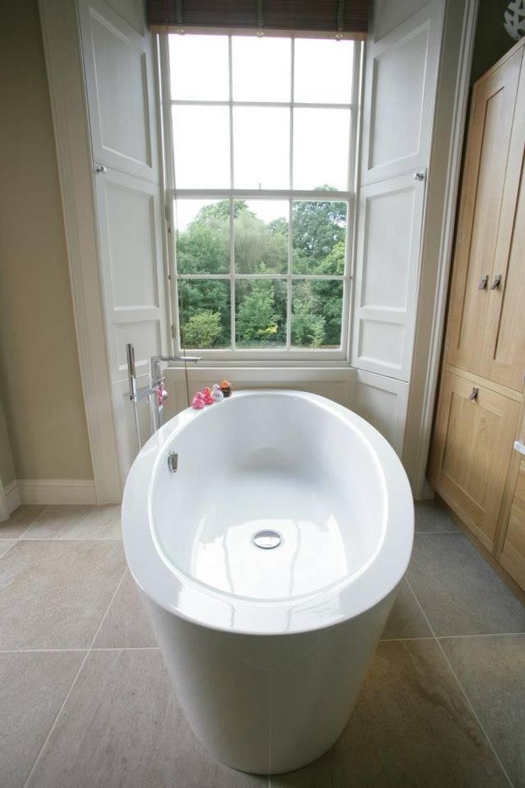 Dream Bathroom par Sculleries of Stockbridge Moderne