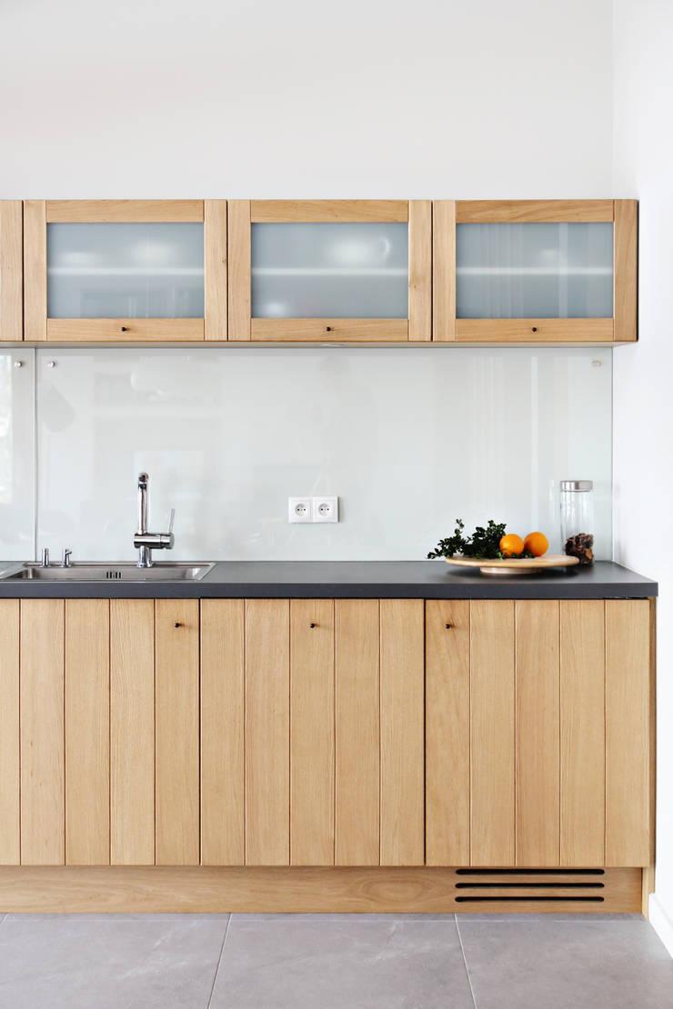 Dom MN: styl , w kategorii Kuchnia zaprojektowany przez PB/STUDIO