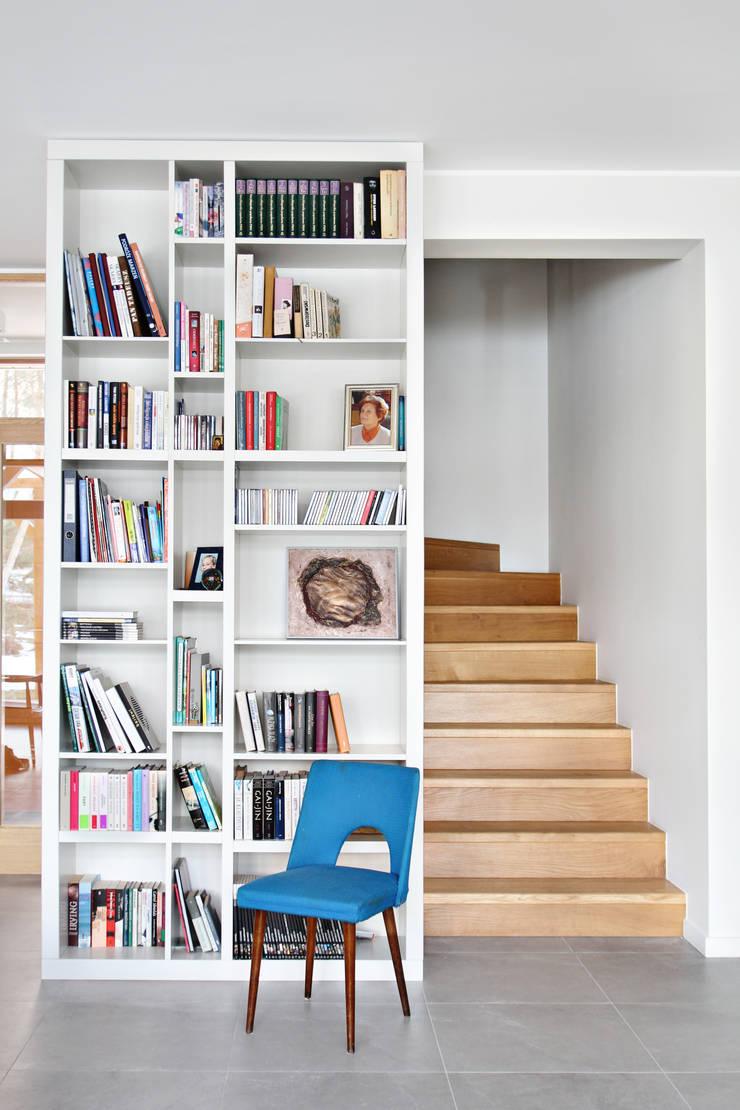 Dom MN: styl , w kategorii Korytarz, przedpokój zaprojektowany przez PB/STUDIO