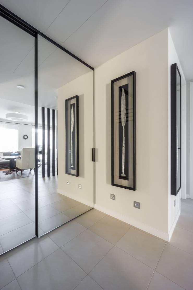 Квартира 89 м2, в жилом комплексе <q>Английский квартал</q>: Коридор и прихожая в . Автор – Дизайн-бюро Галины Микулик