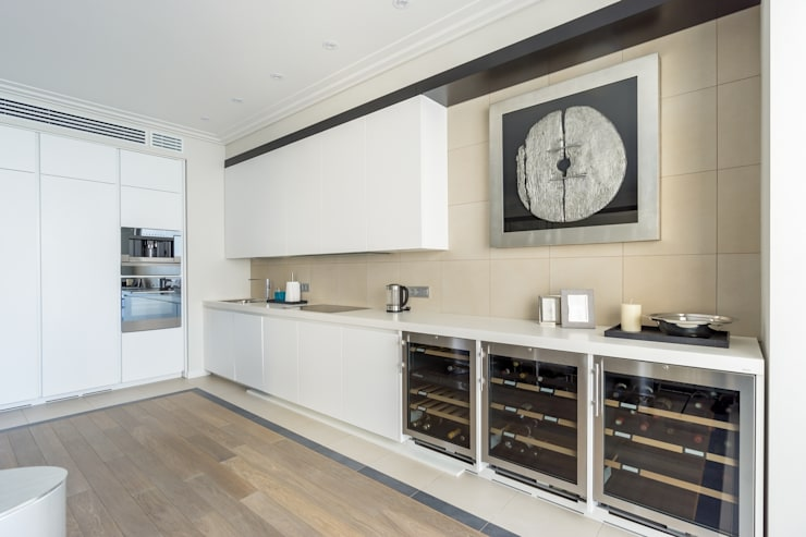 Квартира 89 м2, в жилом комплексе <q>Английский квартал</q>: Кухни в . Автор – Дизайн-бюро Галины Микулик