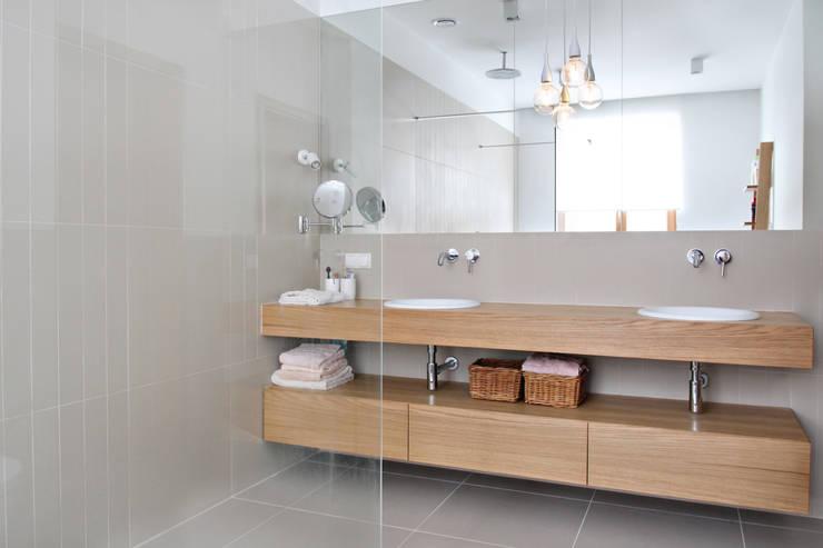 Dom MN: styl , w kategorii Łazienka zaprojektowany przez PB/STUDIO