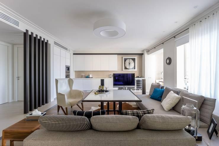 Квартира 89 м2, в жилом комплексе <q>Английский квартал</q>: Гостиная в . Автор – Дизайн-бюро Галины Микулик