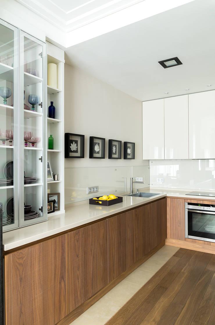 Квартира 140 кв.м. в жилом комплексе <q>Авеню 77</q>: Кухни в . Автор – Дизайн-бюро Галины Микулик