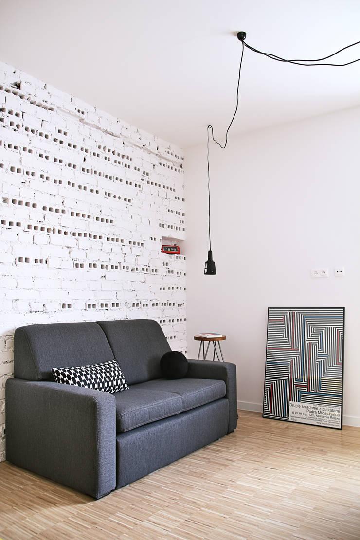Mieszkanie studenckie: styl , w kategorii Salon zaprojektowany przez PB/STUDIO