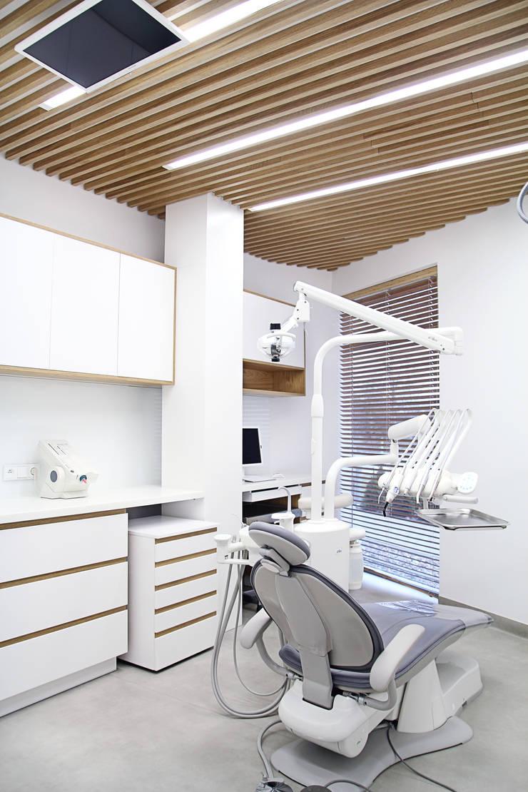 Klinika dentystyczna: styl , w kategorii Kliniki zaprojektowany przez PB/STUDIO,Minimalistyczny