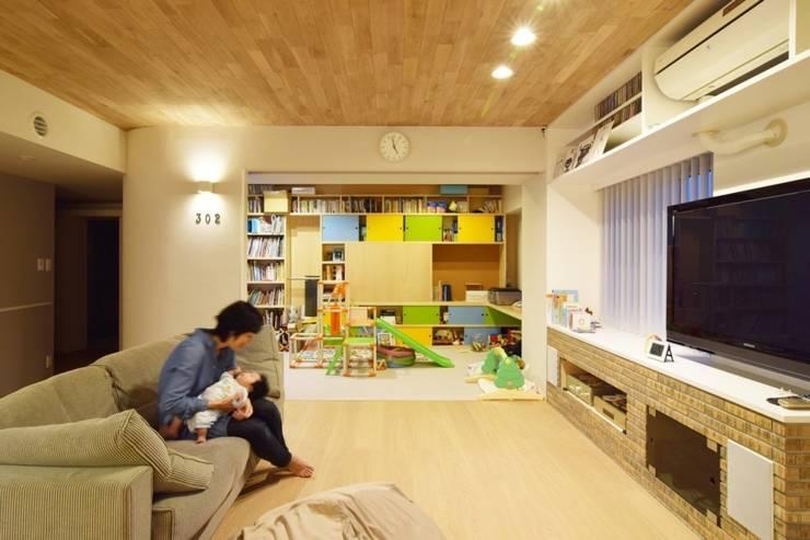 Livings de estilo  por 株式会社エキップ