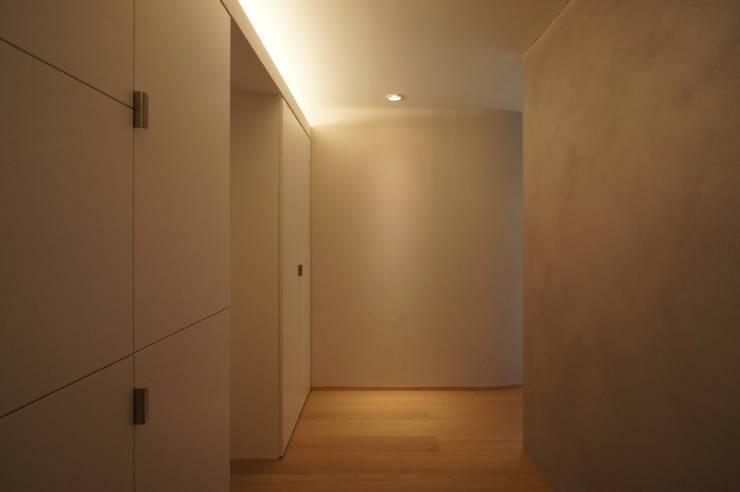 ステージのある家 すくすくリノベーション vol.4: 株式会社エキップが手掛けた廊下 & 玄関です。,オリジナル