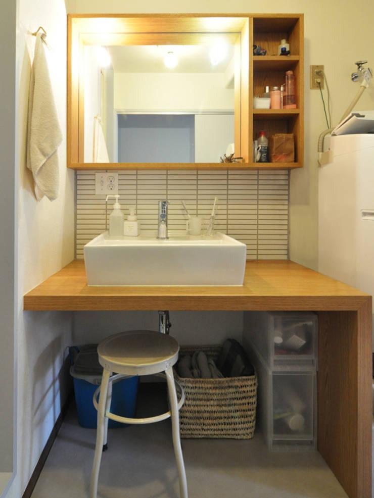 木のぬくもりに囲まれた家 すくすくリノベーション vol.3: 株式会社エキップが手掛けた浴室です。,