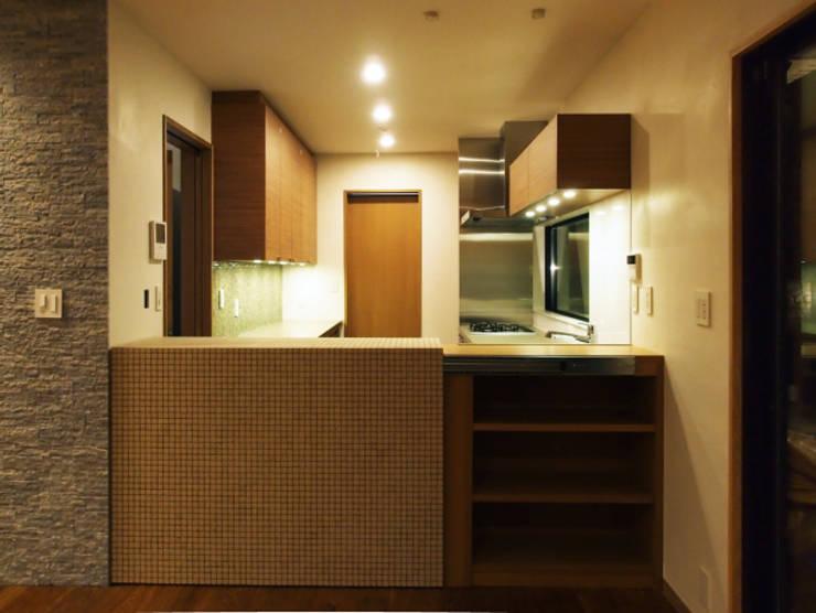世代交代した家 すくすくリノベーション vol.2: 株式会社エキップが手掛けたキッチンです。,