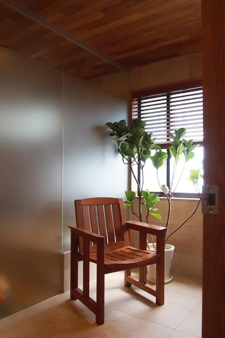 世代交代した家 すくすくリノベーション vol.2: 株式会社エキップが手掛けた浴室です。,