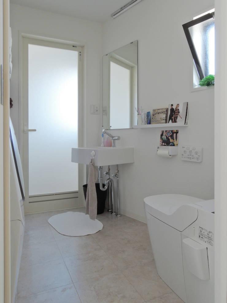 初台の家: 株式会社エキップが手掛けた浴室です。,オリジナル
