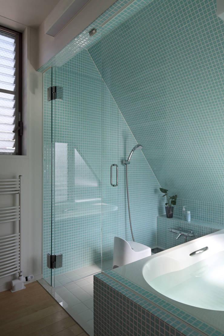 南台の家: 長浜信幸建築設計事務所が手掛けた浴室です。