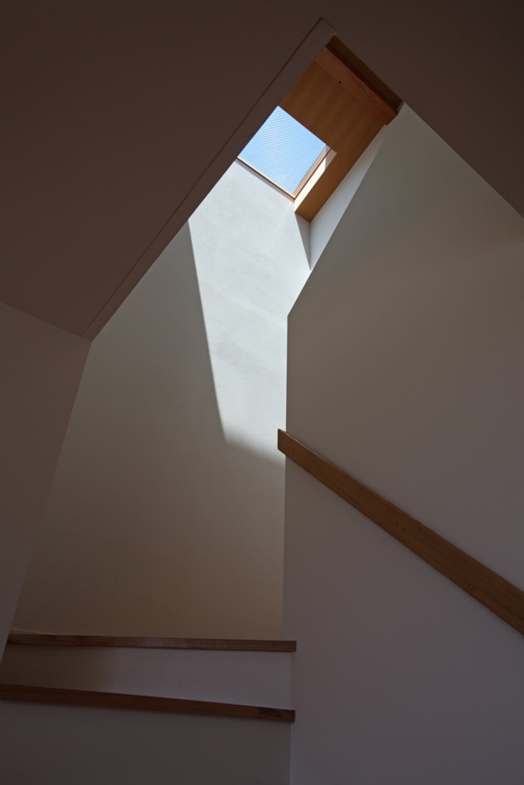大磯の家: 長浜信幸建築設計事務所が手掛けた廊下 & 玄関です。