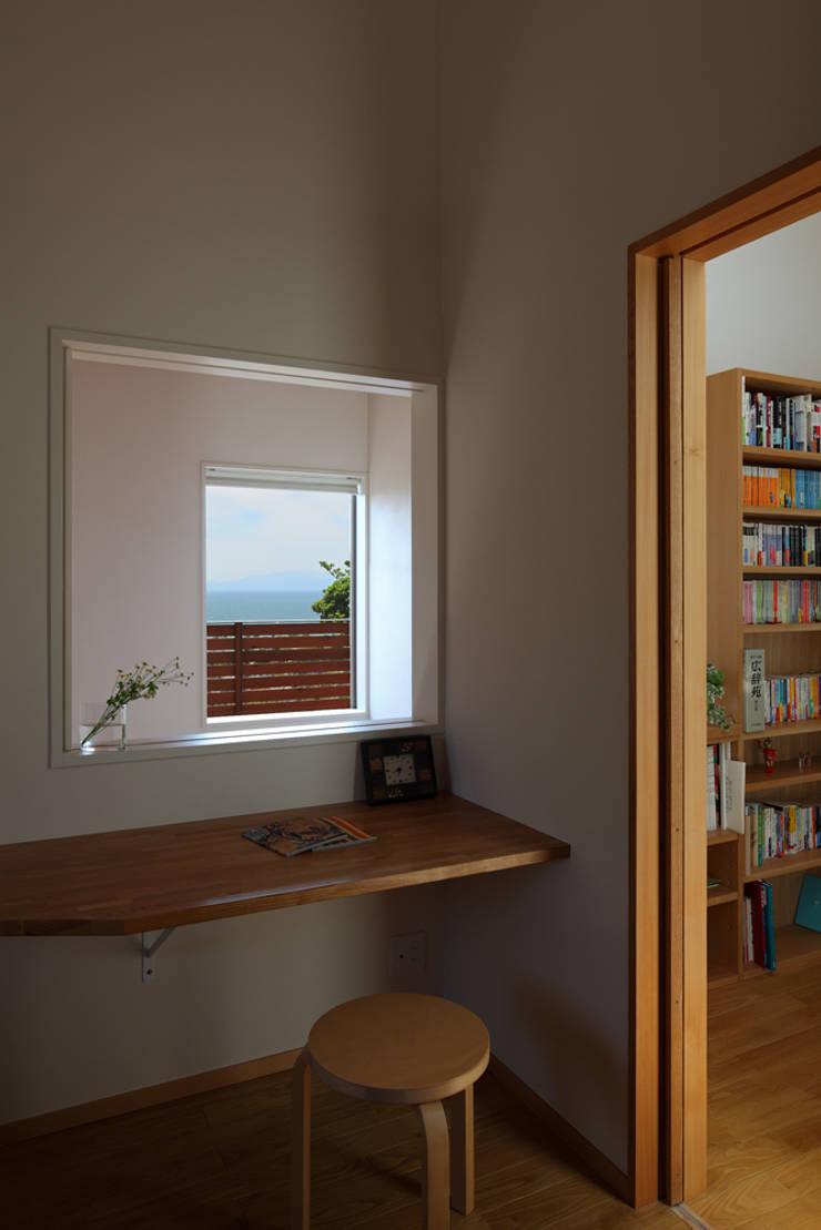 大磯の家: 長浜信幸建築設計事務所が手掛けた寝室です。