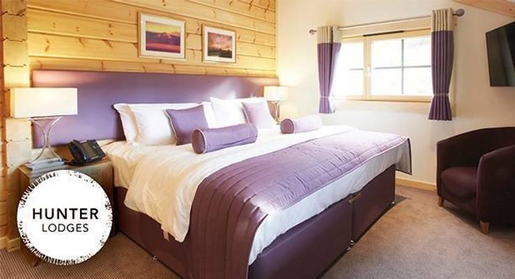 Double bedroom: modern Bedroom by Lodgico Ltd