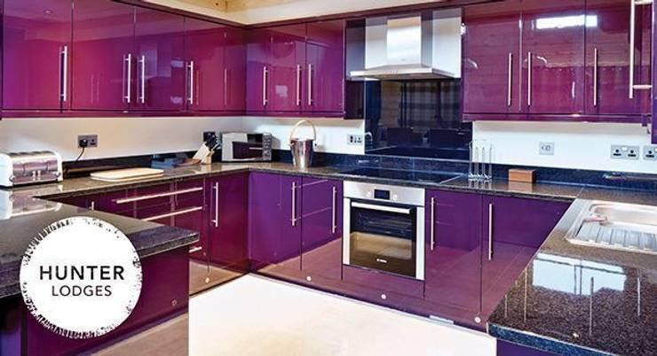 Hunter Lodges at Celtic Manor Resort:  Kitchen by Lodgico Ltd