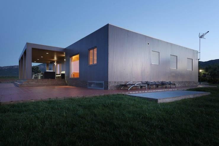 Projekty, nowoczesne Domy zaprojektowane przez Casas Natura