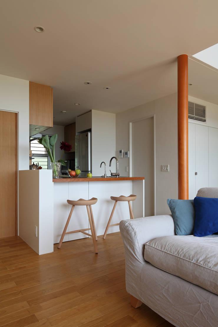 大磯の家: 長浜信幸建築設計事務所が手掛けたキッチンです。