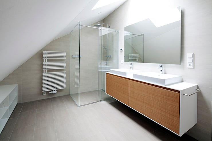 Bathroom by destilat Design Studio GmbH