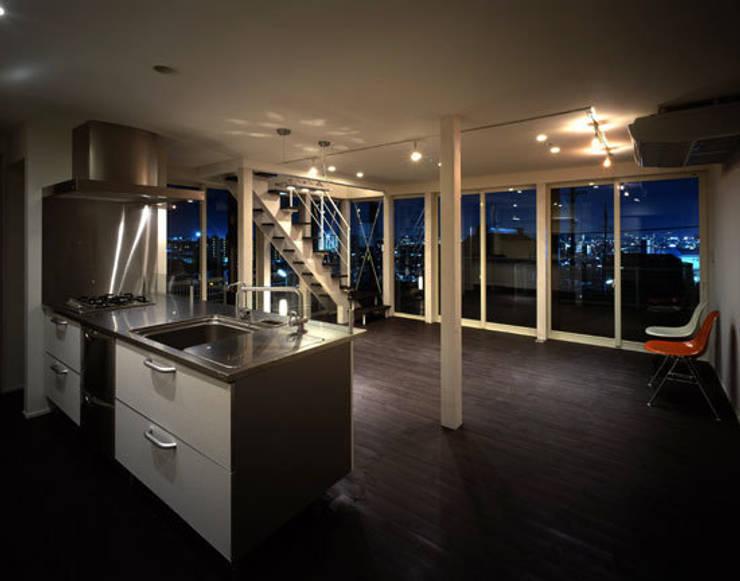 「育てる家 」: 有限会社アルキプラス建築事務所が手掛けたキッチンです。