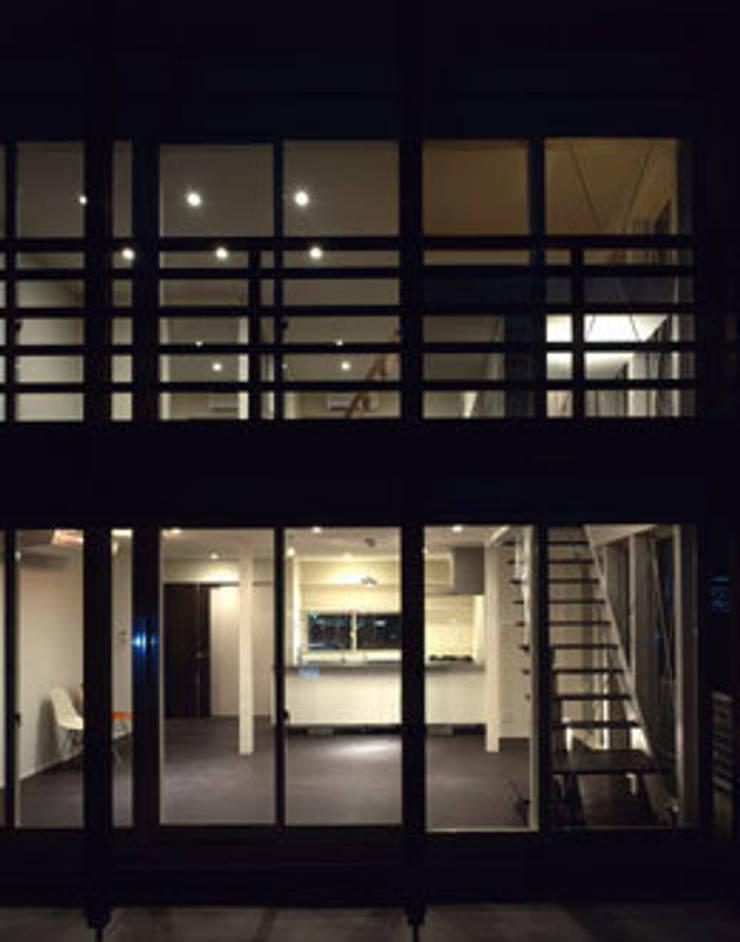 「育てる家 」: 有限会社アルキプラス建築事務所が手掛けた家です。