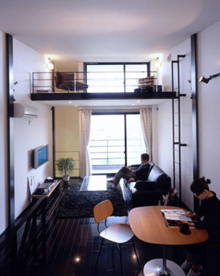 緑井の家: 有限会社アルキプラス建築事務所が手掛けたリビングです。