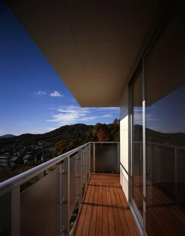 くまののいえ: 有限会社アルキプラス建築事務所が手掛けたベランダです。