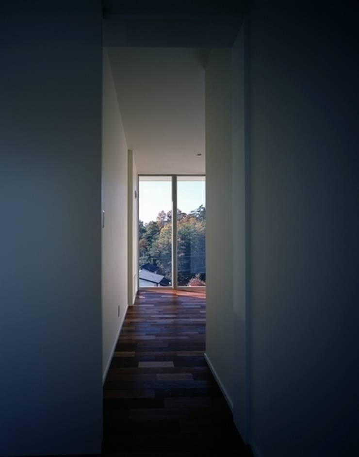 くまののいえ: 有限会社アルキプラス建築事務所が手掛けた廊下 & 玄関です。,