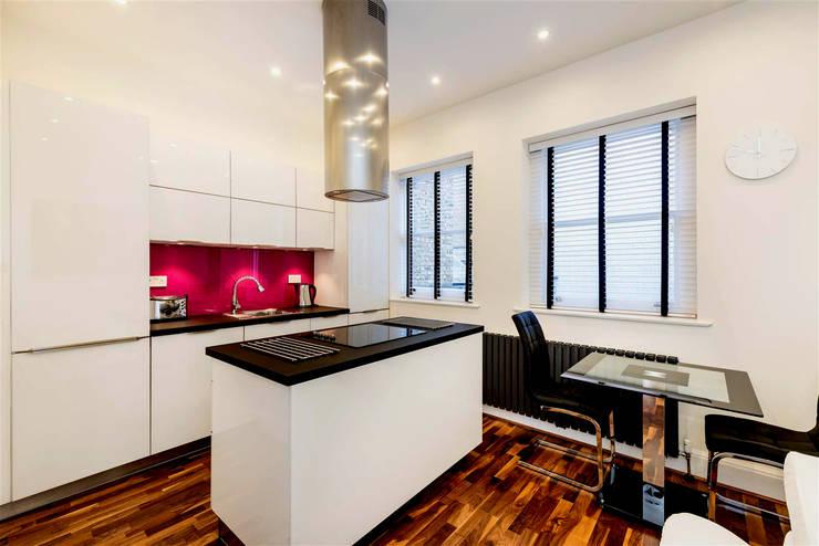 High Gloss Glamour Kitchen, Marylebone W1:  Kitchen by Schmidt Palmers Green