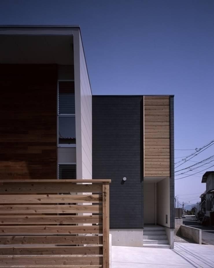 Casas de estilo  por 有限会社アルキプラス建築事務所, Moderno