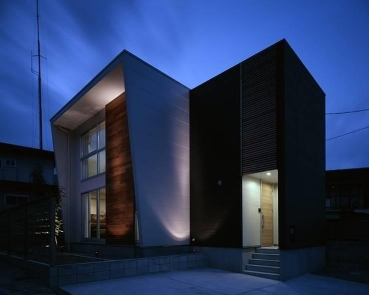 房子 by 有限会社アルキプラス建築事務所, 現代風