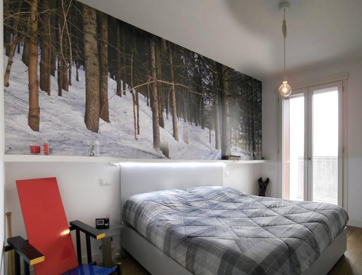 Appartamento a Segrate: Camera da letto in stile  di bdastudio
