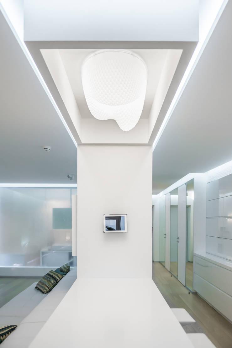 WHITE & WHITE: Кухни в . Автор – ANNA SHEMURATOVA \ interior design